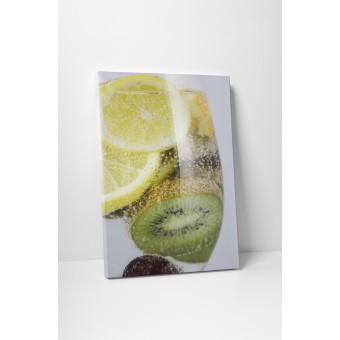 Fructe in apa