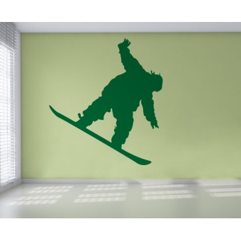 Baiat cu snowboard