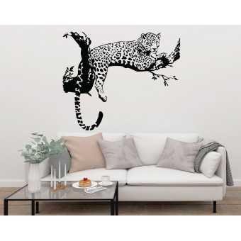Leopard pe creanga